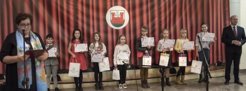 Konkurs poezji i pieśni patriotycznej